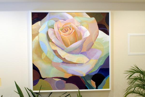 待合室に飾られた大きなバラの絵。先生のお母様による作品。